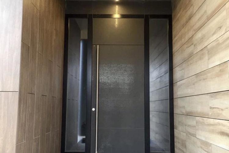 Фасадная дверь с использованием керамики Anthrazitпокрытой глазурью